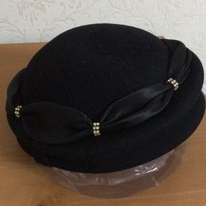 Accessories - Gorgeous wool hat with stone decoration